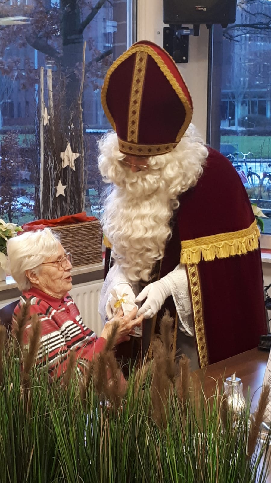 Der Nikolaus kommt ins AWO Altenzentrum Heinsberg 1