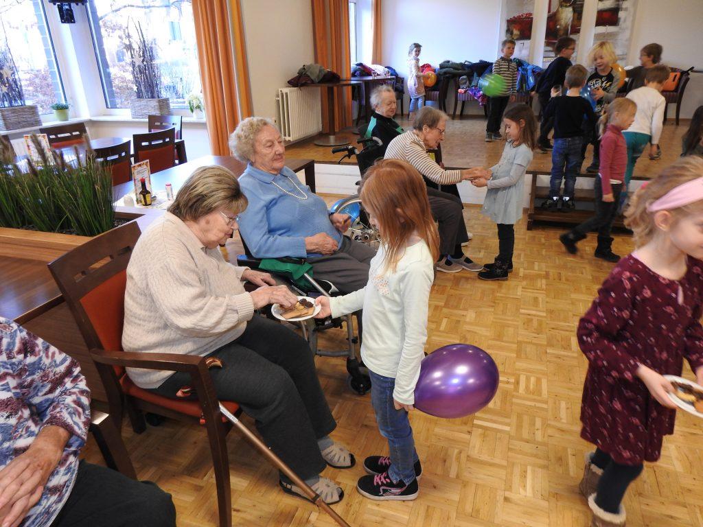 Generationsübergreifende Gymnastik im AWO Altenzentrum Heinsberg 4