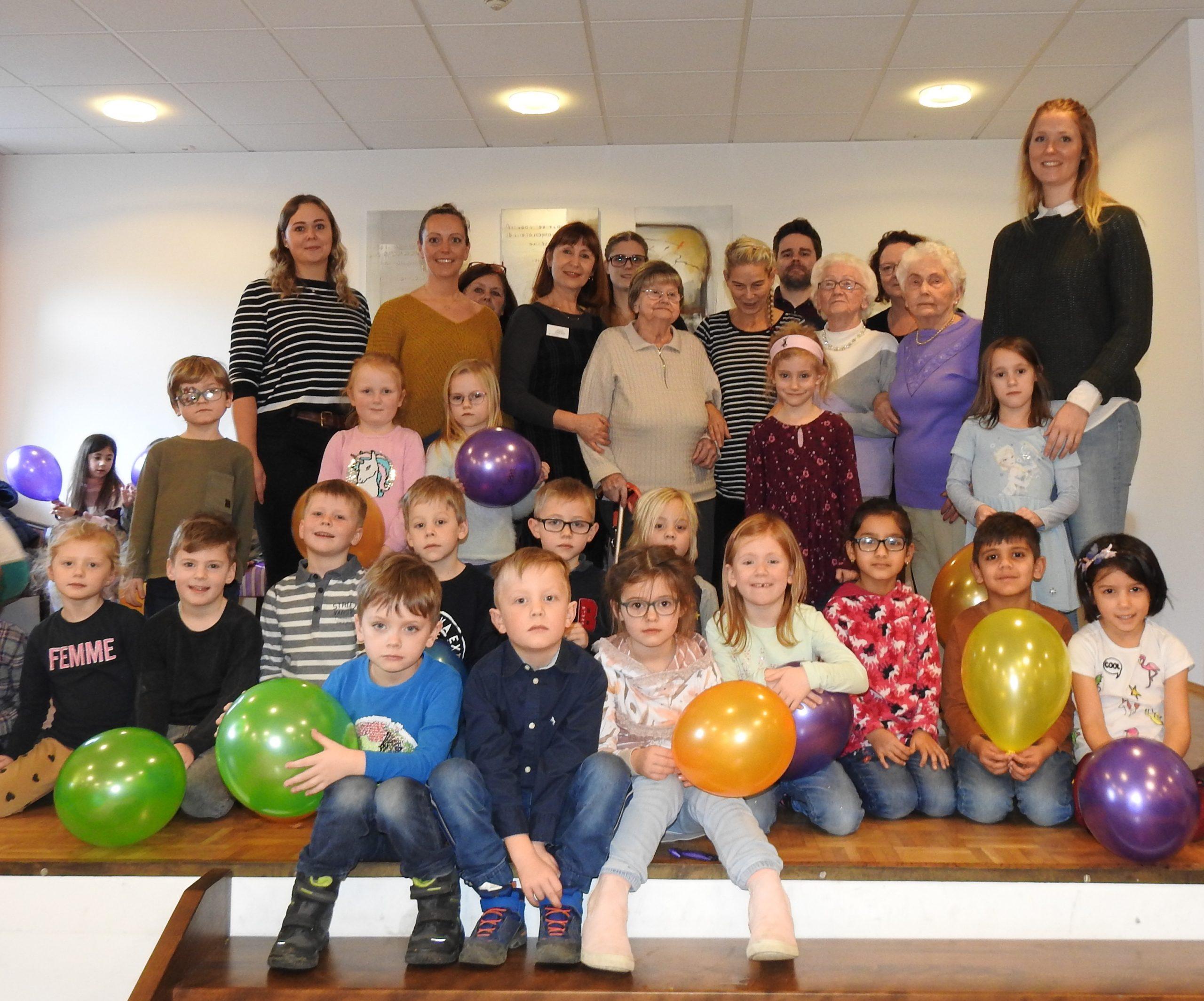 Generationsübergreifende Gymnastik im AWO Altenzentrum Heinsberg 1