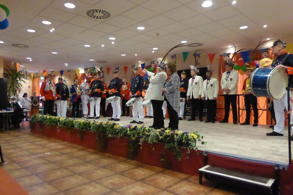 Karnevalistisches Treiben im AWO Carolus Seniorenzentrum 5
