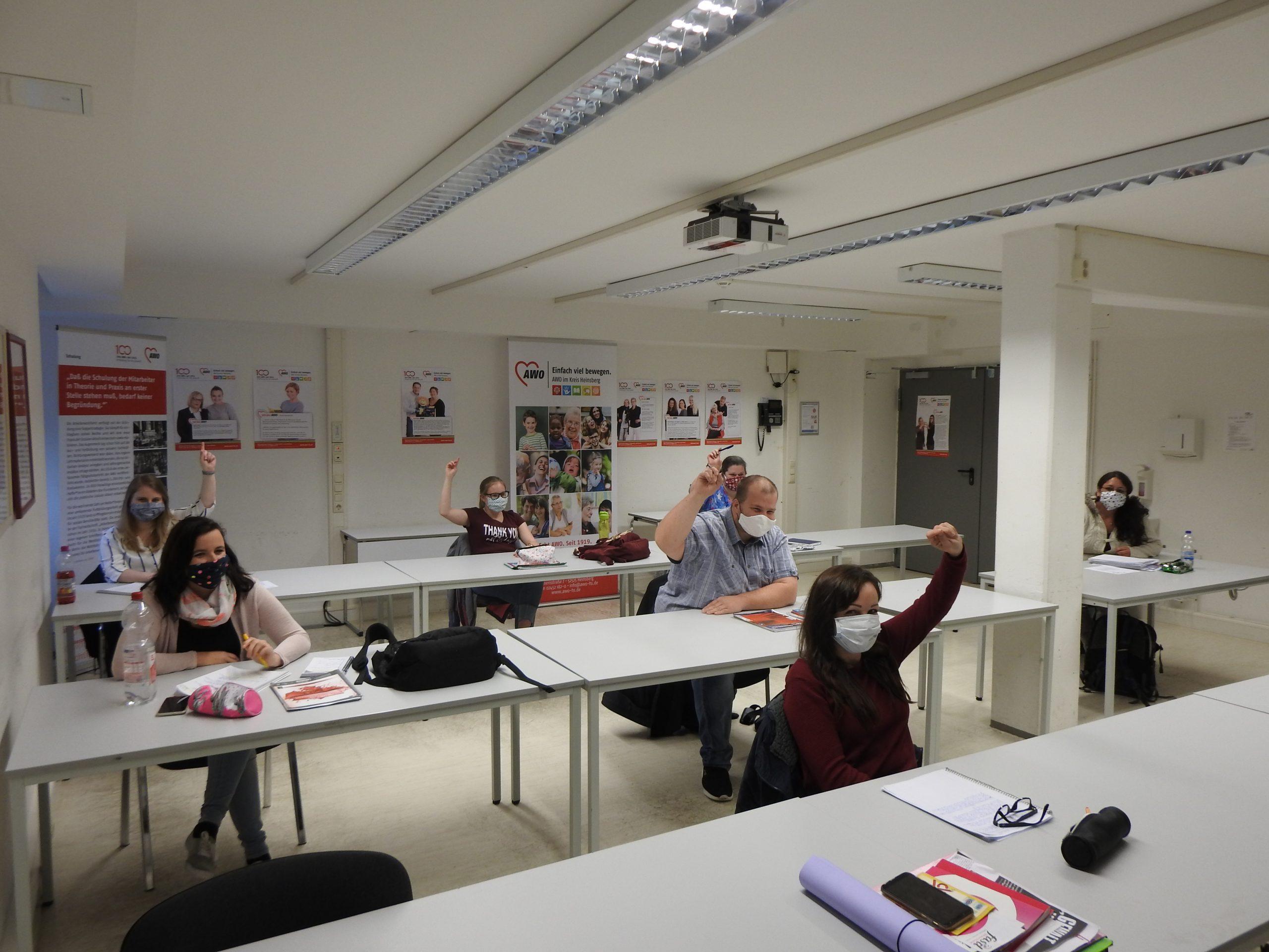 Der Präsenzunterricht im Kurs Familienpflege startet mit viel Abstand und kleineren Lerngruppen 1