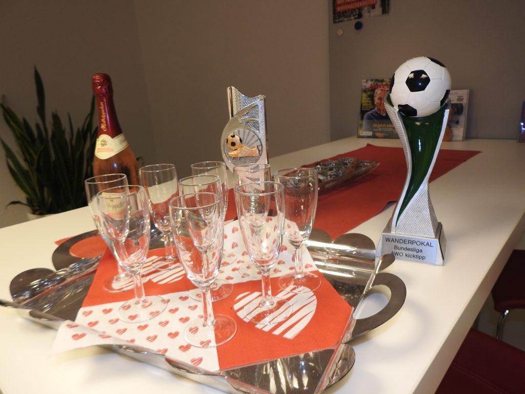 Siegerehrung der Bundesliga-Tippspiel-Gewinner in der AWO-Kreisgeschäftsstelle 2