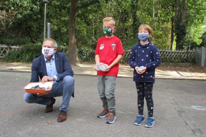 OGS Am Beeckbach bringt Wunsch-Steine in die Landeshauptstadt 1