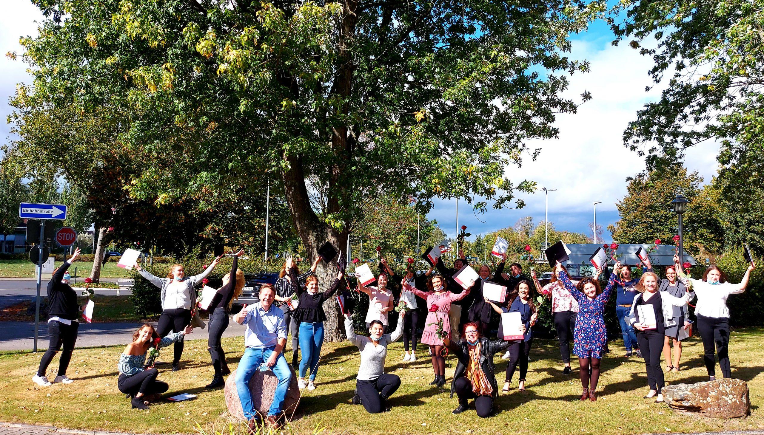 Die IPS gratuliert den neuen Altenpflegekräften zum bestandenen Examen 1