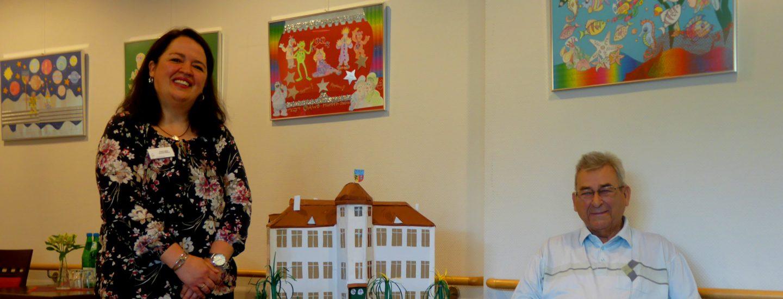 Bewohner des Carolus-Seniorenzentrums baut Schloss Zweibrüggen im Miniformat nach 2