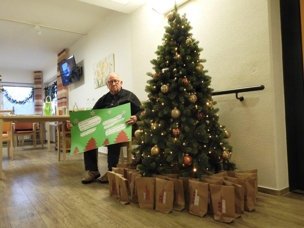Weihnachtlichen Leckereien und selbstgemalte Bilder für das AWO-Altenzentrum Heinsberg 3