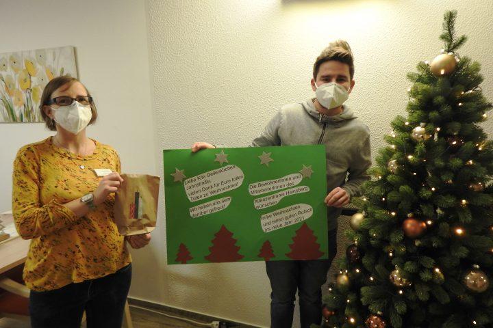 Weihnachtlichen Leckereien und selbstgemalte Bilder für das AWO-Altenzentrum Heinsberg 2