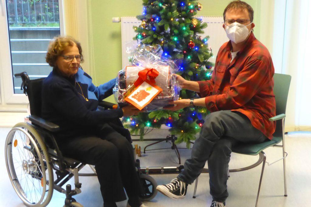 Die Kinder der AWO-Kita Übach gestalten Geschenke für die Bewohner des Carolus-Seniorenzentrums 4