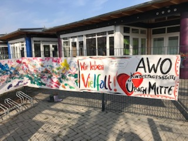 "Banner ""Wir leben Vielfalt"" schmückt AWO-Kita Übach-Palenberg (Mitte) 4"