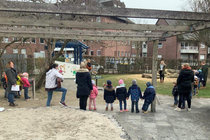Vielfältiger Geburtstagsgruß der Kita-Kinder in sieben Sprachen 3
