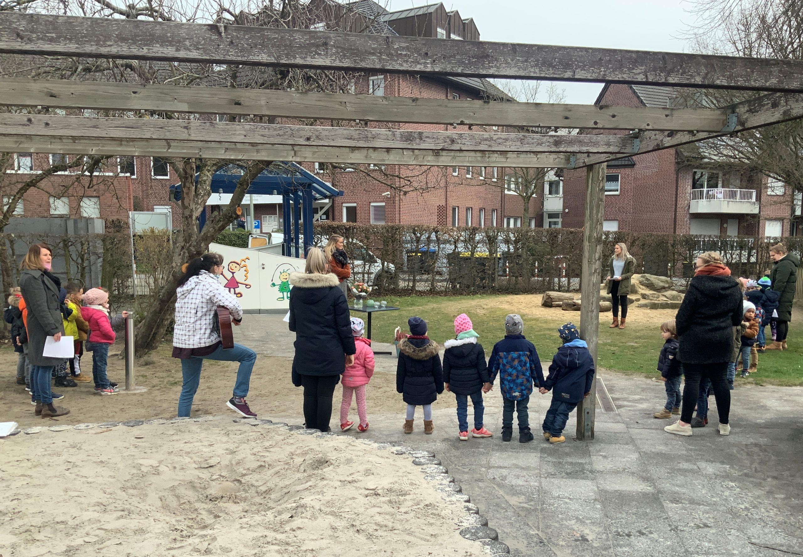 Vielfältiger Geburtstagsgruß der Kita-Kinder in sieben Sprachen 1