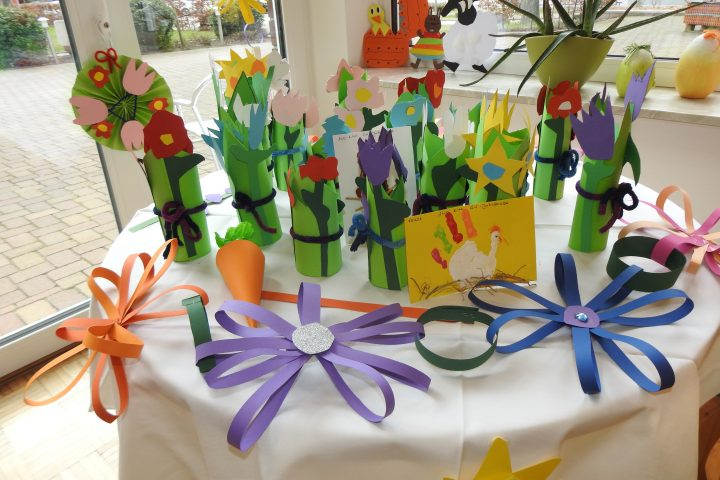 Kita-Kunst erfreut die Bewohner*innen des AWO-Altenzentrums Heinsberg 1