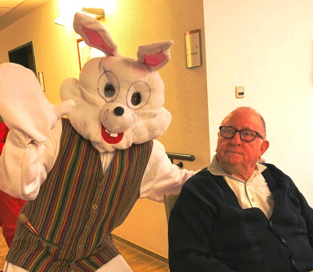 """Osterfrühstück im AWO-Altenzentrum Heinsberg mit """"Ehrengästen"""" 5"""