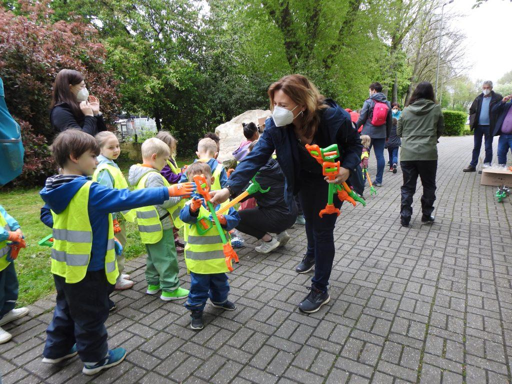 Kindergartenkinder der AWO-Einrichtung in Geilenkirchen im Einsatz für eine saubere Stadt 3