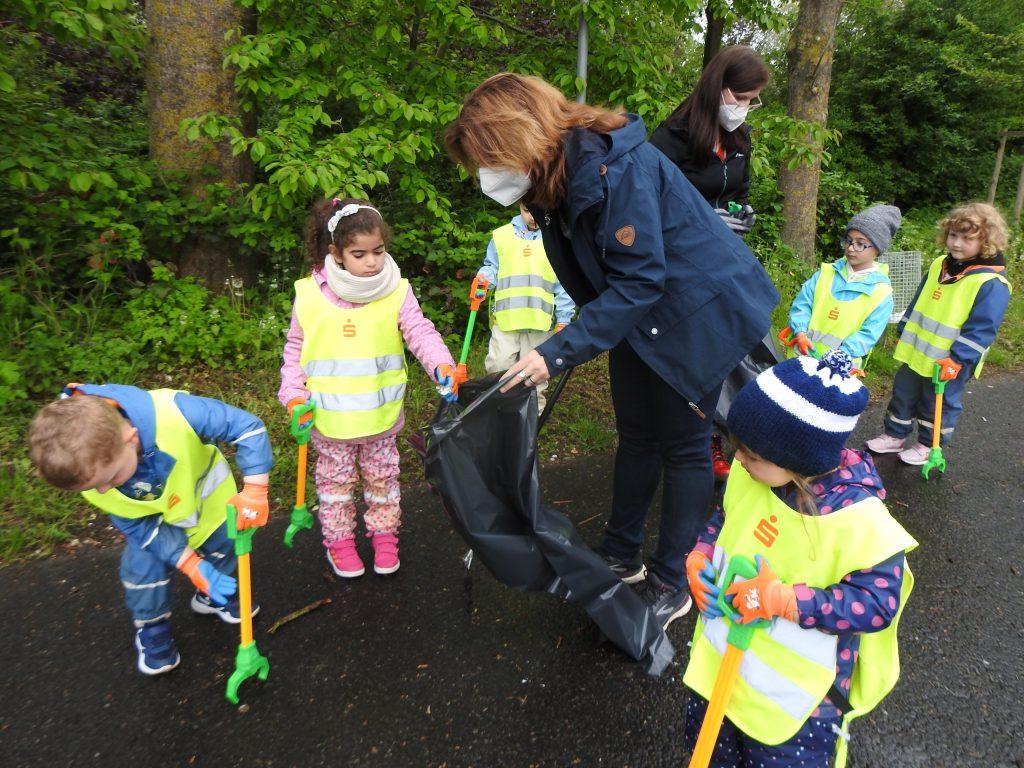 Kindergartenkinder der AWO-Einrichtung in Geilenkirchen im Einsatz für eine saubere Stadt 4