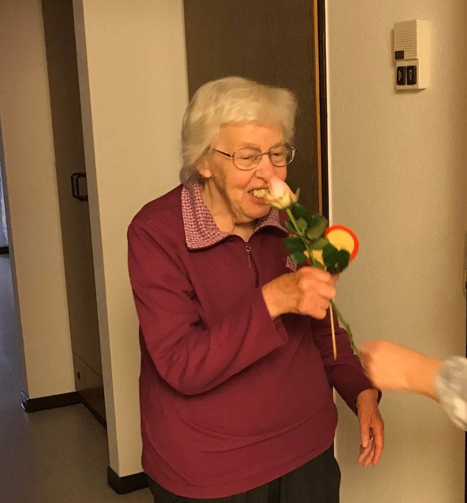 Rosen zum Muttertag und ein kühles Blondes zum Vatertag im AWO-Altenzentrum Heinsberg 7