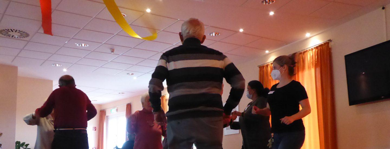 Tanz in den Mai im AWO-Carolus Seniorenzentrum 5